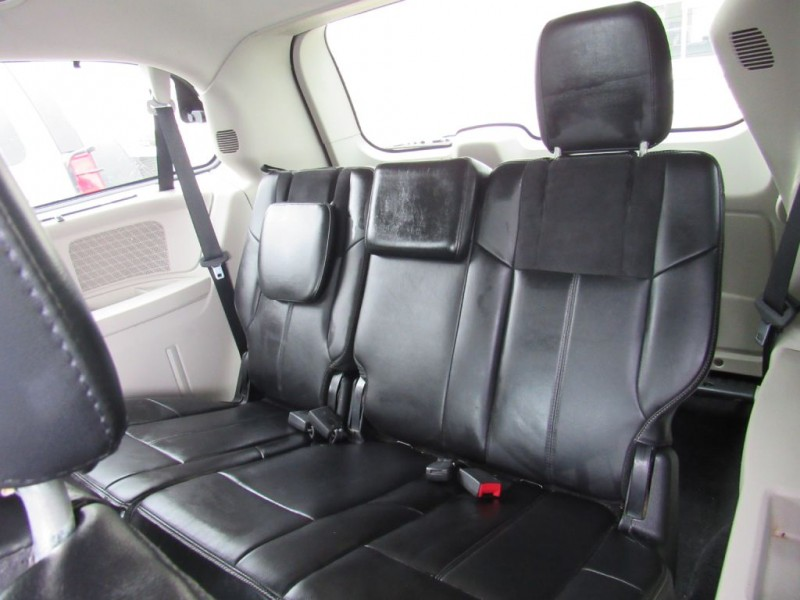 Chrysler Town & Country 2011 price $9,695