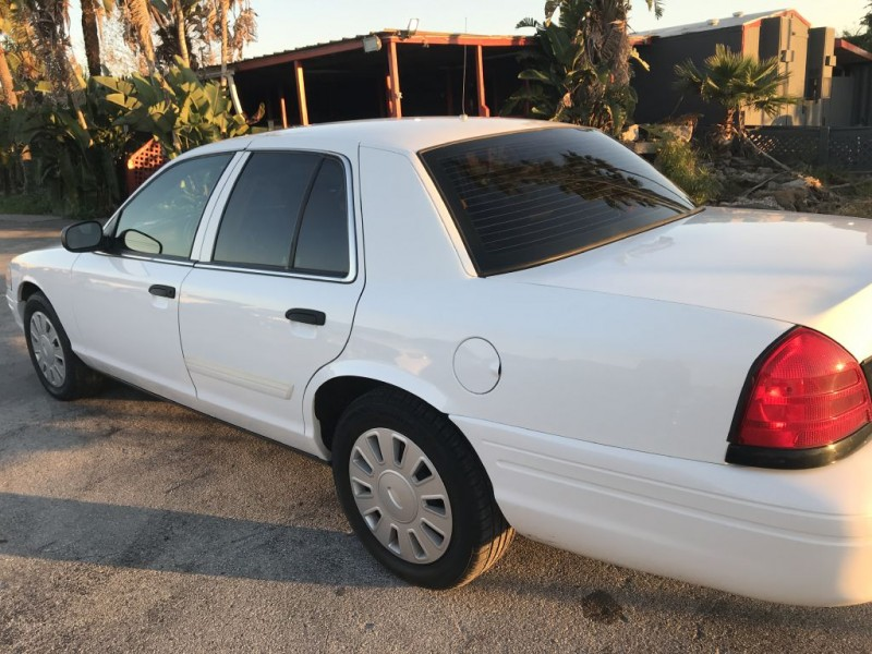 Ford Crown Victoria 2009 price $9,500 Cash