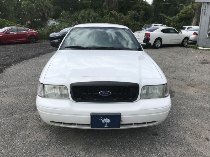 Ford Crown Victoria 2011 price $8,900 Cash