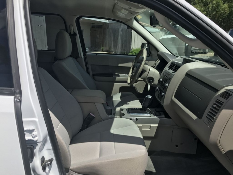 FORD ESCAPE 2010 price $10,500 Cash