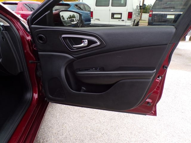 Chrysler 200 2015 price $7,995