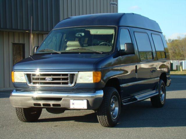 FORD ECONOLINE 2004 price $13,995