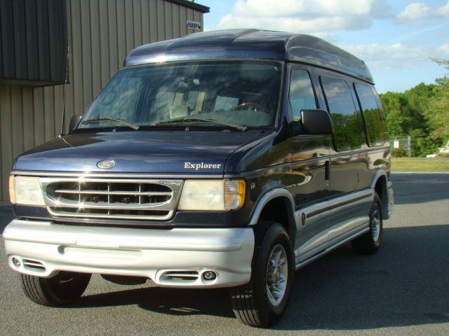 FORD ECONOLINE 2001 price $13,995