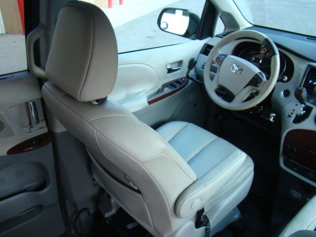 TOYOTA SIENNA 2011 price $25,995