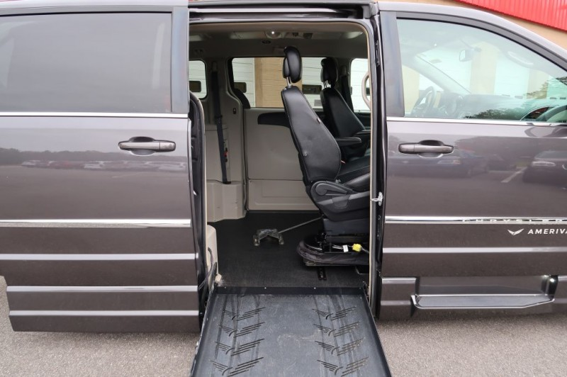 CHRYSLER TOWN & COUNTRY 2016 price $39,995