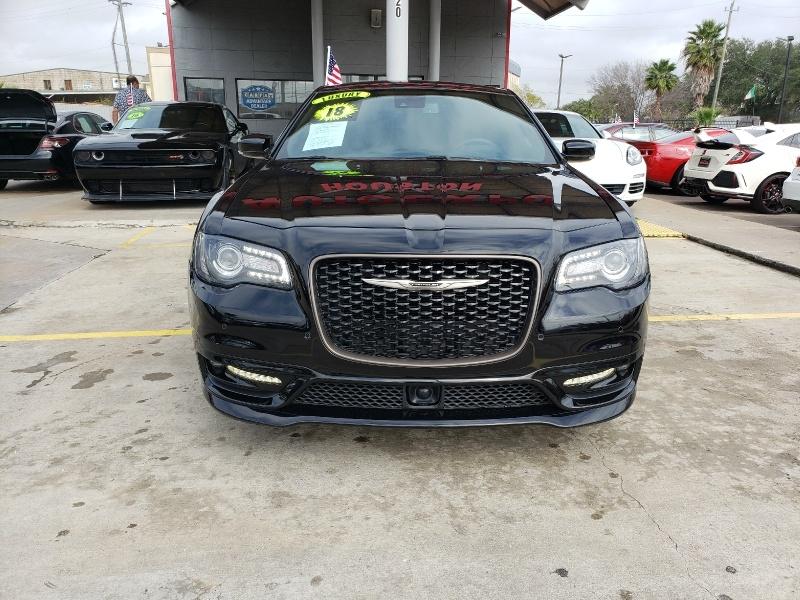 Chrysler 300 2018 price $28,995