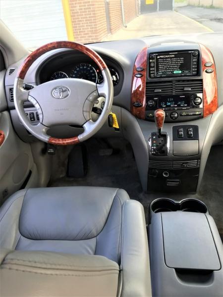 Toyota Sienna 2007 price $6,555