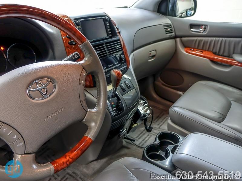 Toyota Sienna 2009 price $10,999