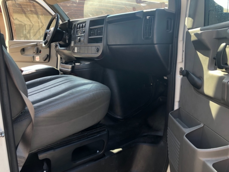 GMC Savana G3500 CUTAWAY 2012 price 3000 Enganche