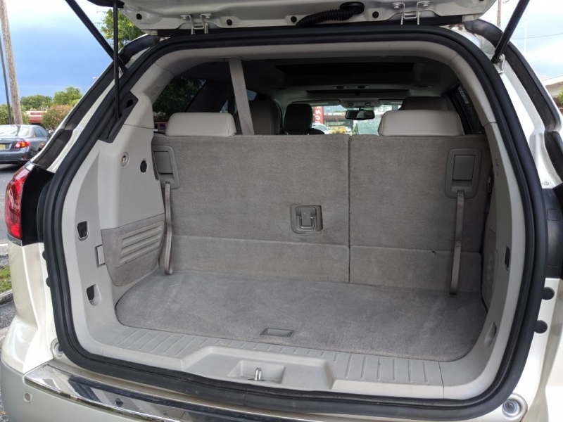Buick ENCLAVE 2011 price $10,950