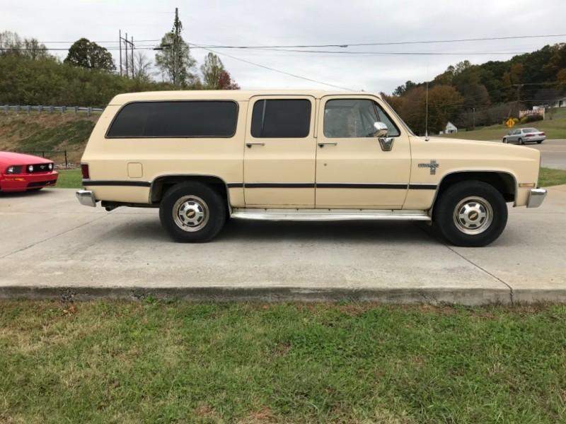 Chevrolet Suburban 1983 price $4,800