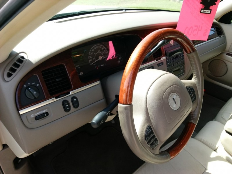 Lincoln Town Car 2003 price $5,500