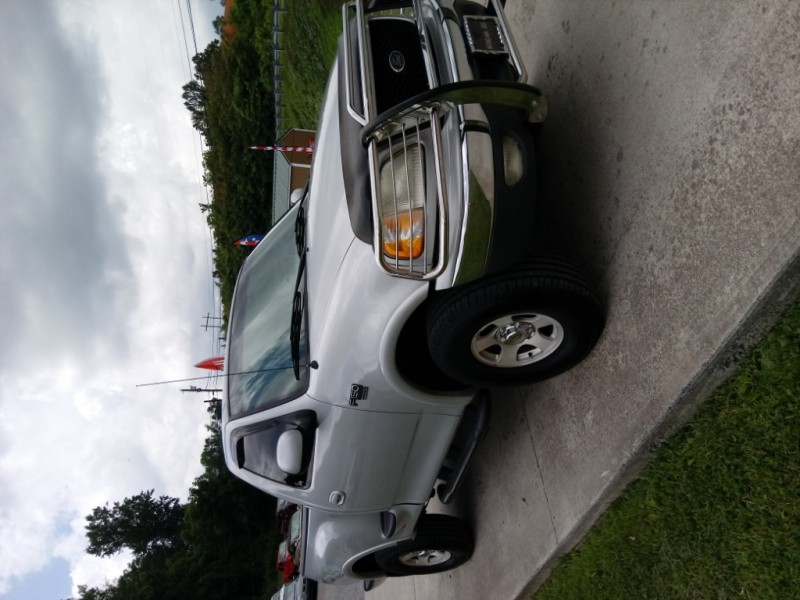 Ford F-150 2000 price $8,900