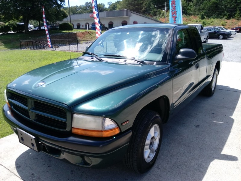 Dodge Dakota 2000 price $5,500