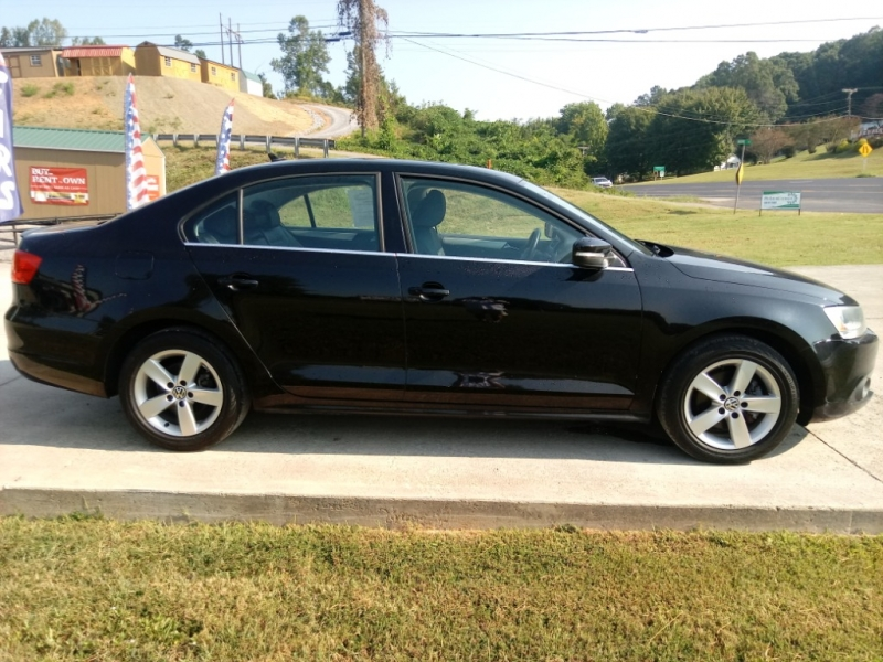 Volkswagen Jetta Sedan 2011 price $10,900
