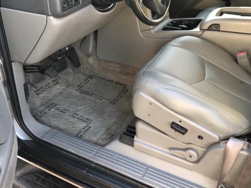 Chevrolet Suburban 2003 price $3,499
