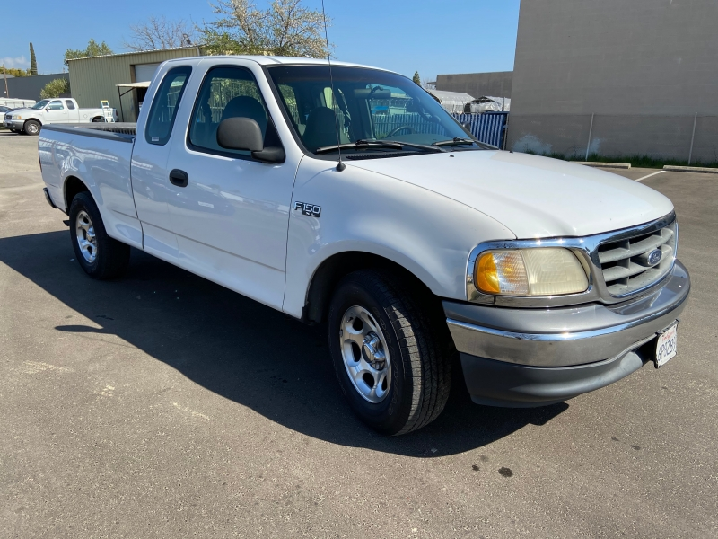 Ford F-150 2000 price $3,800