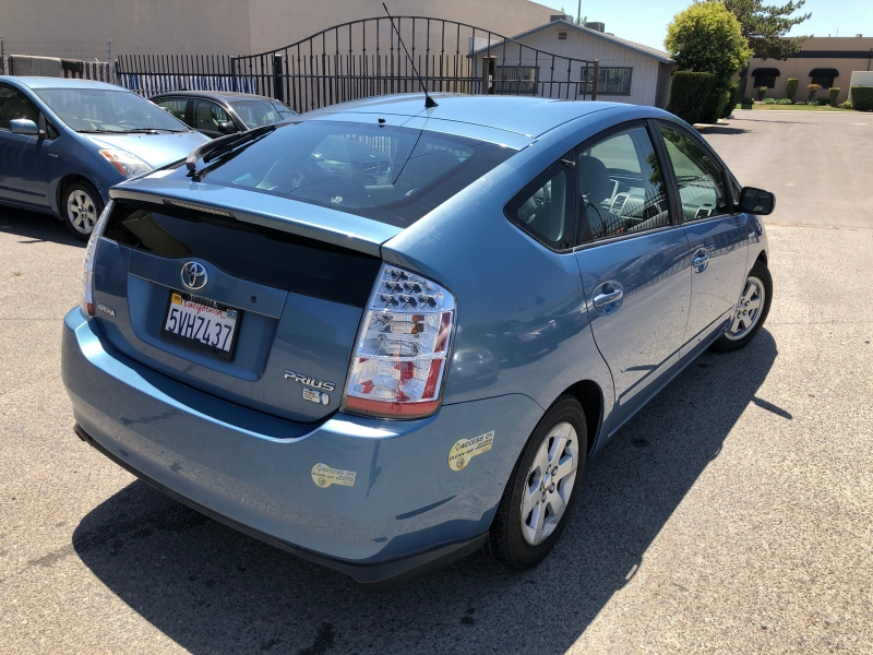 Toyota Prius 2006 price $4,950