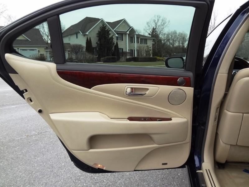 Lexus LS 460 2010 price $17,995