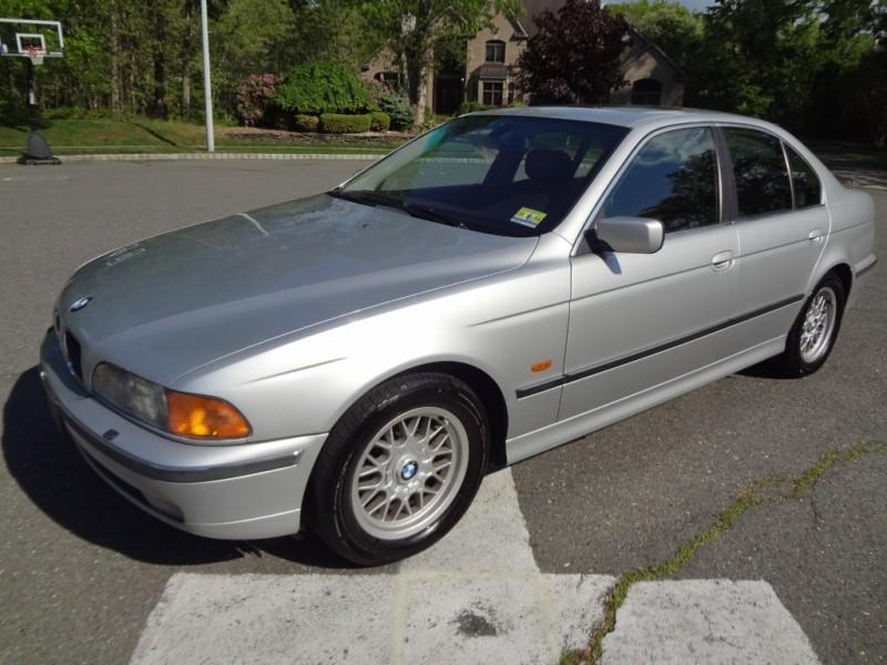BMW 5-Series 2000 price $2,995