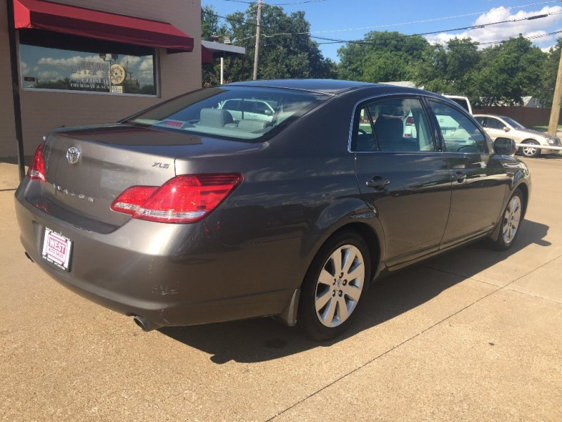Toyota Avalon 2007 price $5,000 Cash