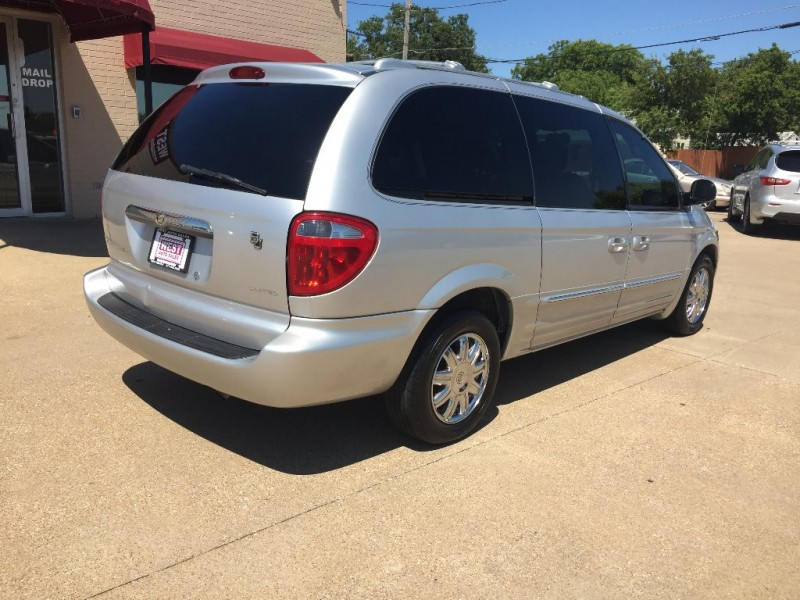 Chrysler Town & Country 2003 price $4,500 Cash