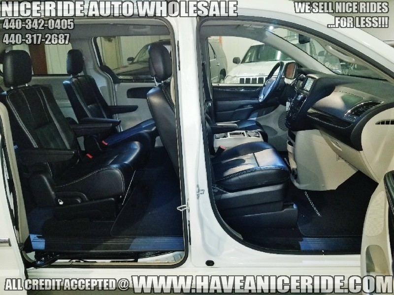 Chrysler Town & Country 2014 price $11,800