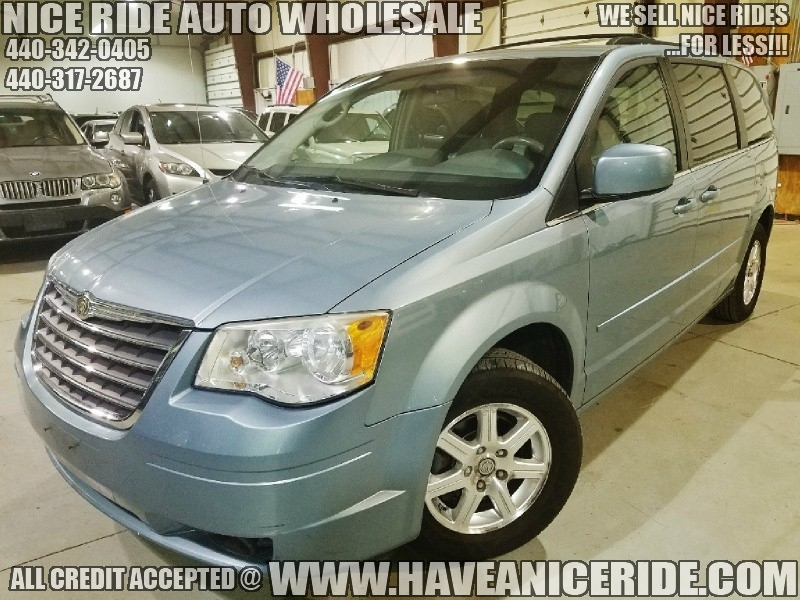 Chrysler Town & Country 2008 price $4,700