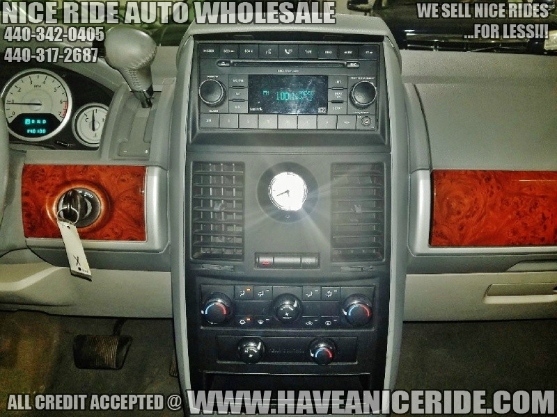 Chrysler Town & Country 2008 price $4,950