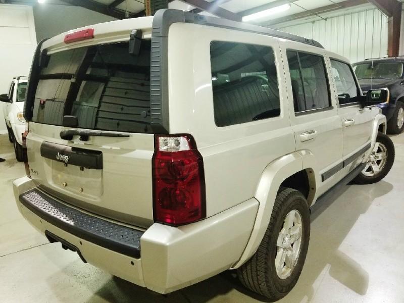 Jeep Commander 2008 price $9,400