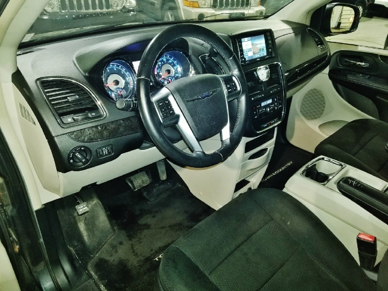 Chrysler Town & Country 2012 price $8,950