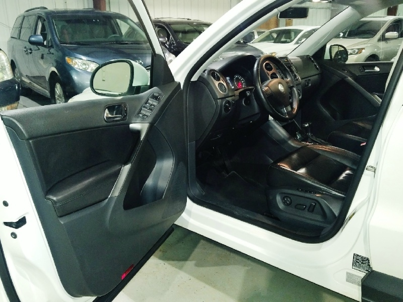 Volkswagen Tiguan 2010 price $8,350