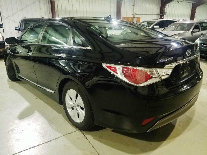 Hyundai Sonata Hybrid 2015 price $8,750