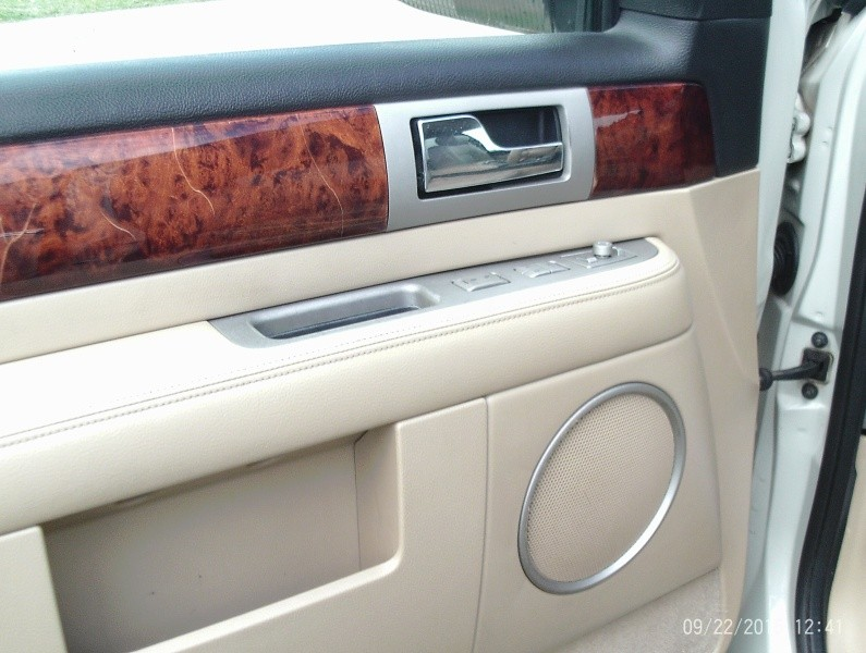 Lincoln Navigator 2005 price $7,995
