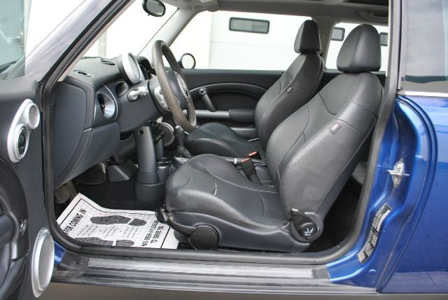 Mini Cooper 2003 price $5,599