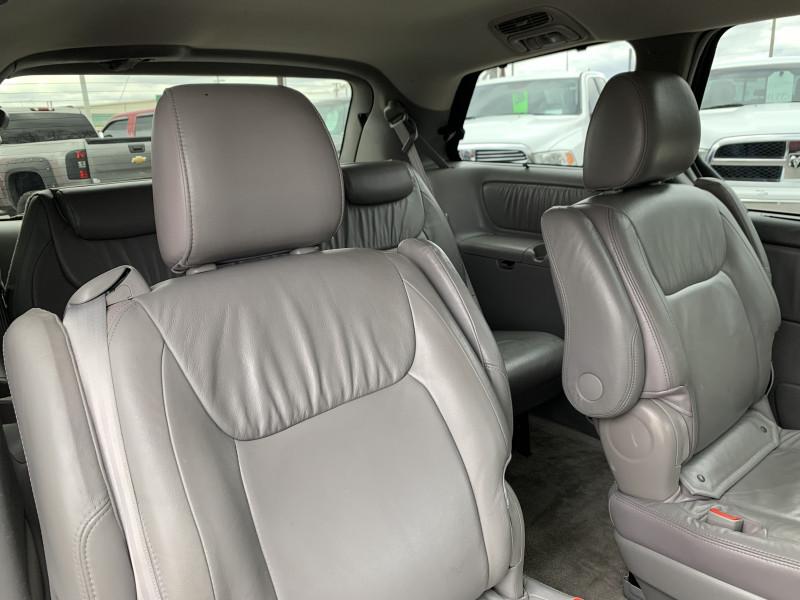 Toyota Sienna 2009 price $4,250