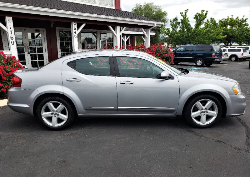 Dodge Avenger 2013 price $8,999