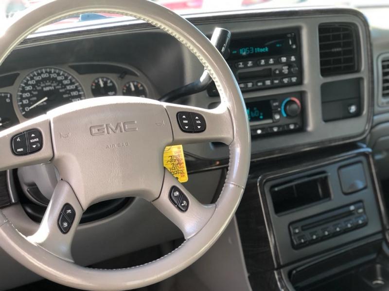 GMC Yukon XL Denali 2004 price $7,999