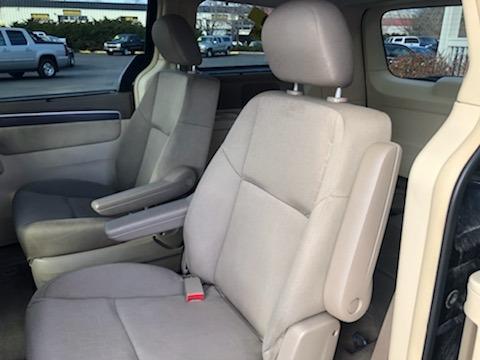 Volkswagen Routan 2009 price $7,999