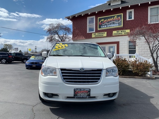 Chrysler Town & Country 2009 price $8,999