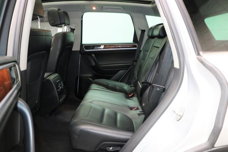 Volkswagen Touareg 2011 price $9,992