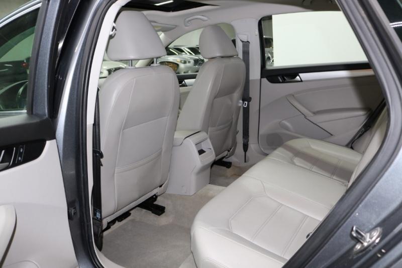 Volkswagen Passat 2012 price $9,993