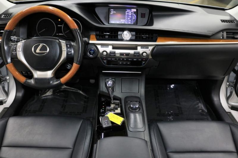 Lexus ES 300h 2014 price $11,993