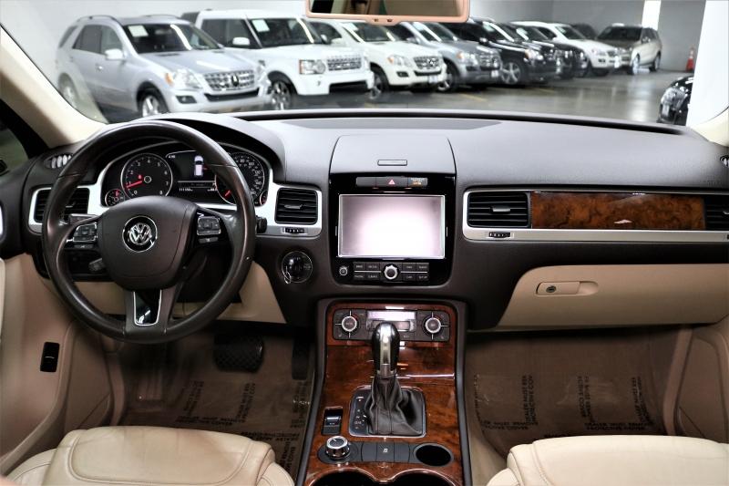 Volkswagen Touareg 2013 price $9,991