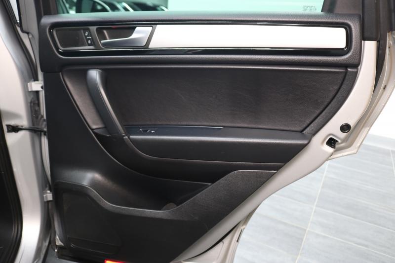Volkswagen Touareg 2011 price $10,991