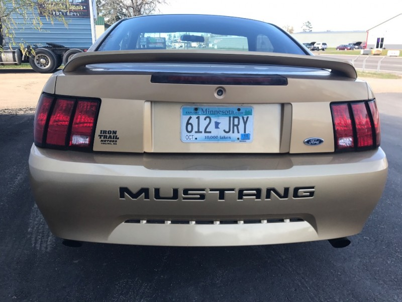 Ford Mustang 2000 price $4,995