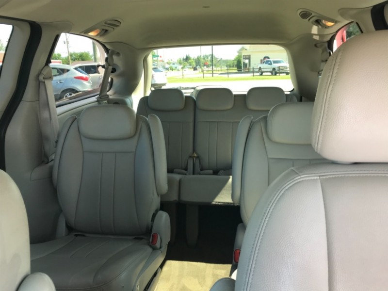 Chrysler Town & Country 2007 price $5,200