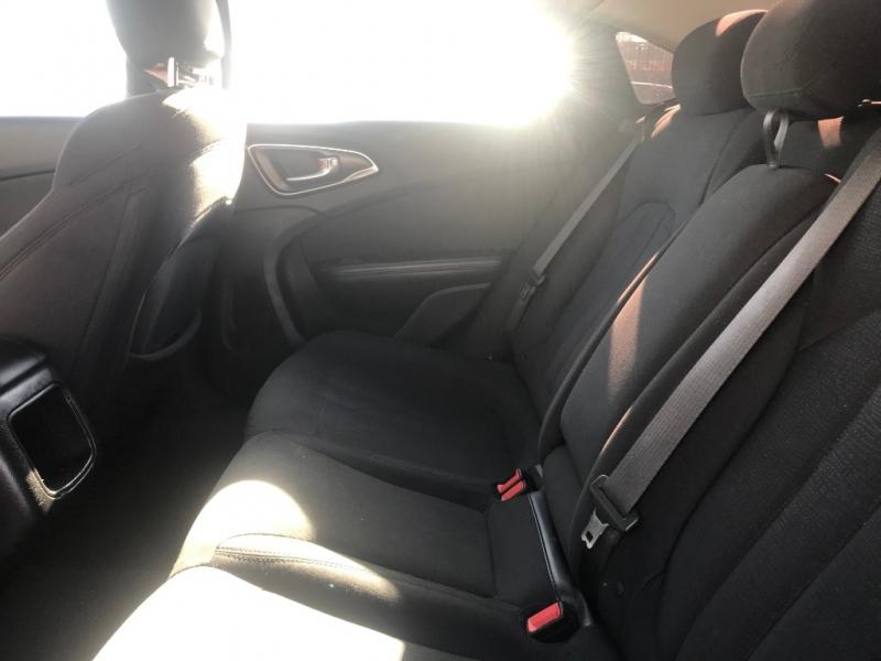 Chrysler 200 2015 price $15,999