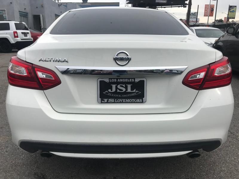 Nissan Altima 2016 price $17,999