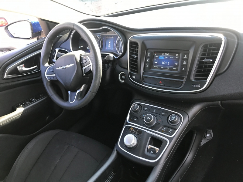 Chrysler 200 2016 price $17,299